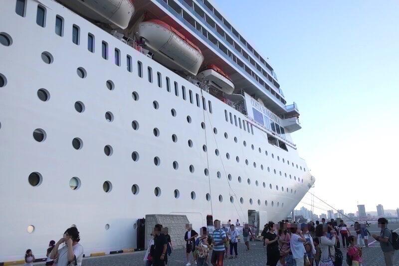 コスタネオロマンチカ 下船