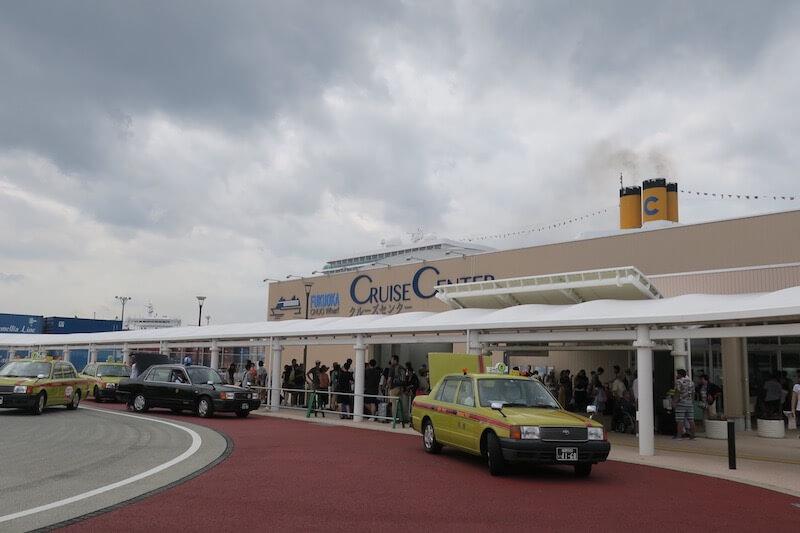 コスタネオロマンチカ 博多港 タクシーの行列