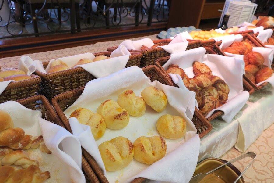 にっぽん丸 朝食バイキング パン