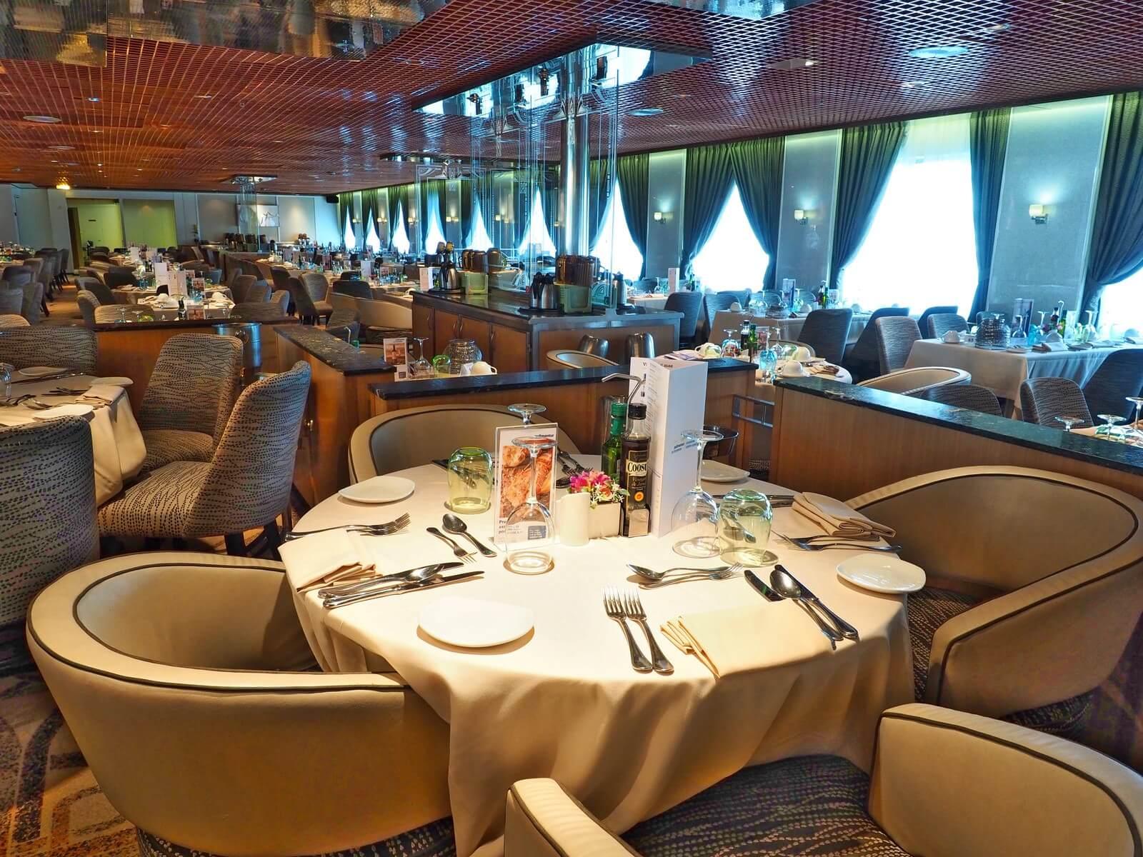 ピースボートプレミアム メインレストラン01