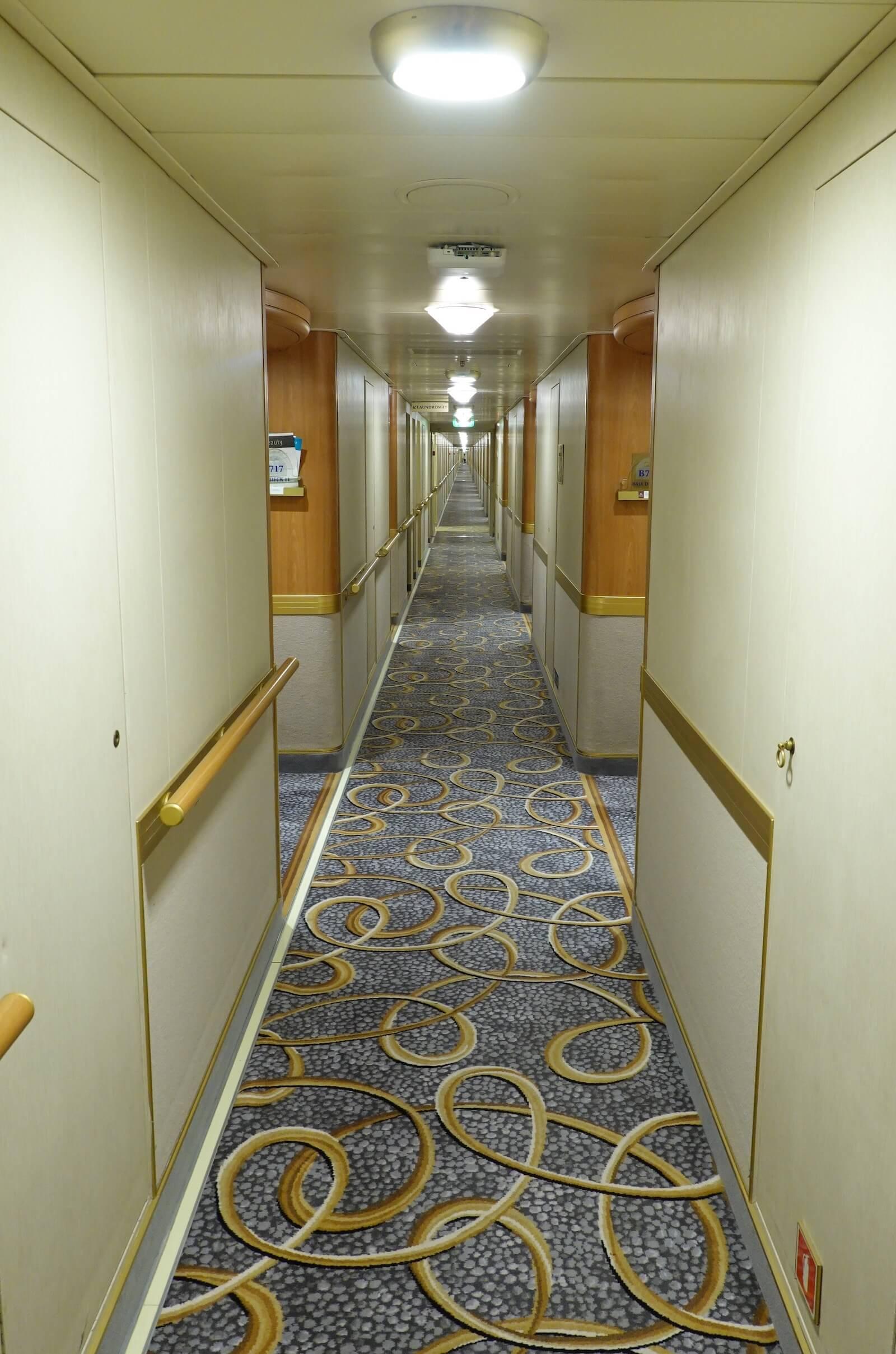 ダイヤモンドプリンセス 廊下