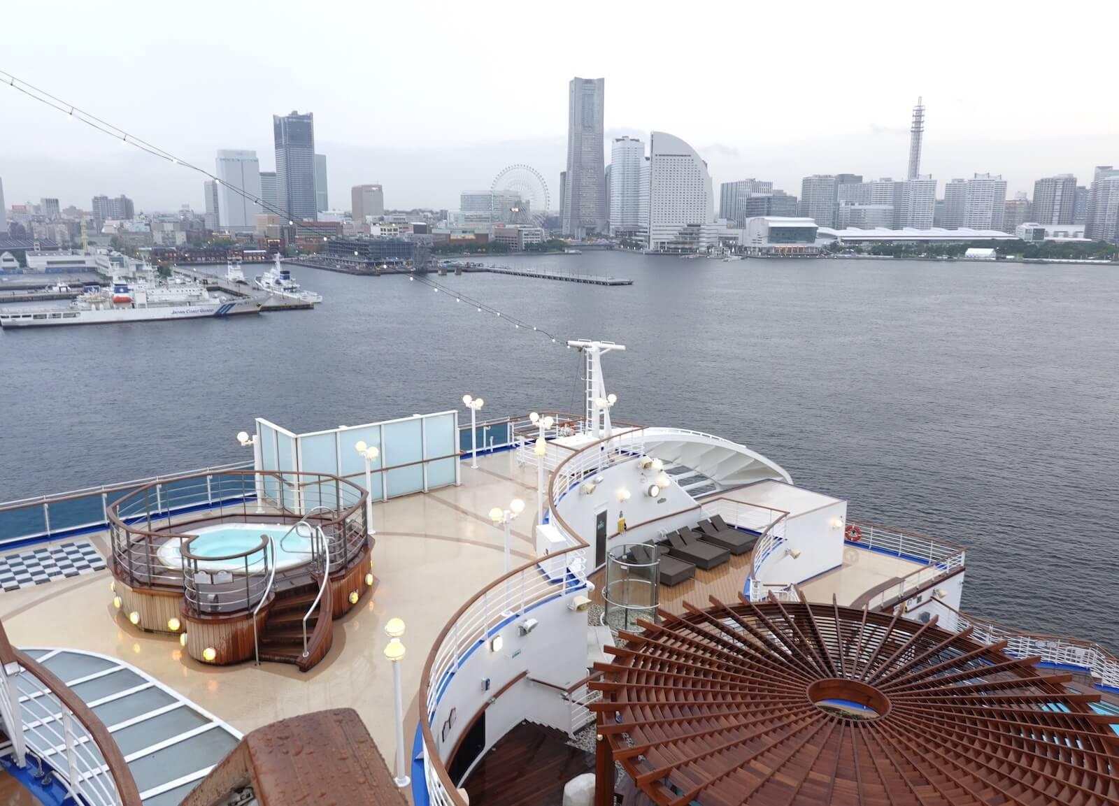 ダイヤモンドプリンセス 横浜出港シーン